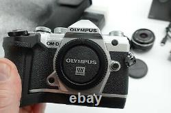Mint- Olympus OM-D E-M5 Mark III mirrorless camera bundle 17mm f1.8 flash extras