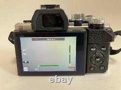 Olympus OM-D E-M10 Mark II 16.1 MP Digital SLR Camera 2 lens set / Mint